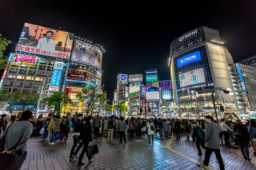 Shibuya_District_at_Night_2015-04_(17806976882)